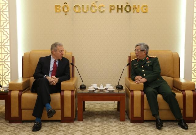 Thượng tướng Nguyễn Chí Vịnh tiếp Đại sứ Hoa Kỳ